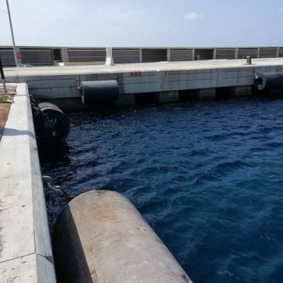 Obra de reparación de muelle tacon poniente puerto Son Blanc Ciutadella Menorca